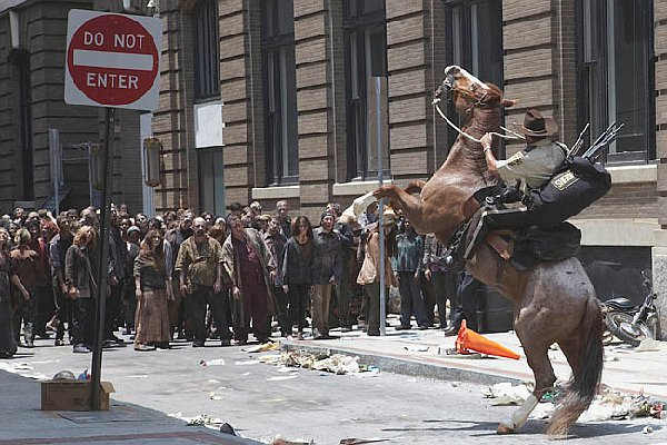 http://timsfilmreviews.files.wordpress.com/2012/11/the-walking-dead-season-1-rick-and-horse-in-atlanta-with-zombie-ambush.jpg?w=614