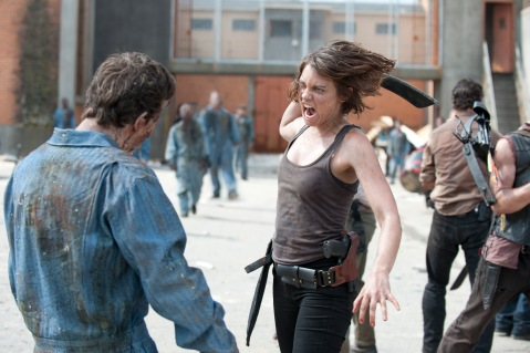 The Walking Dead Season 3 - Maggie Fighting Zombies