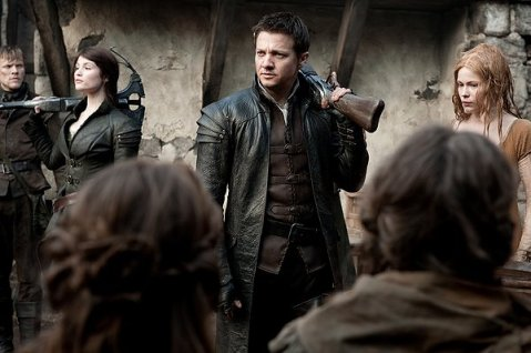 Hansel and Gretel Witch Hunters - Hansel and Gretel arrive at town