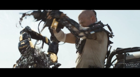 Elysium-Matt-Damon-Ripping-a-Robots-Head-Off