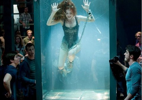 Now-you-see-me-Isla-Fisher-in-tank