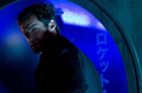 The-Wolverine-logan-at-window
