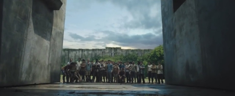 The-Maze-Runner-2014-Entering-the-maze