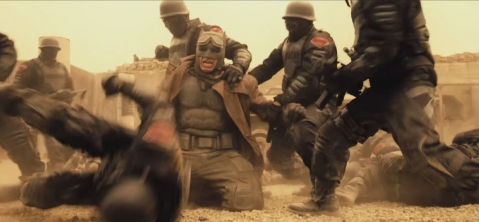 Batman-v-Superman-ComicCon-batman-fighting-desert